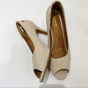 Clarks Artisan cream pebbled peep toe pumps